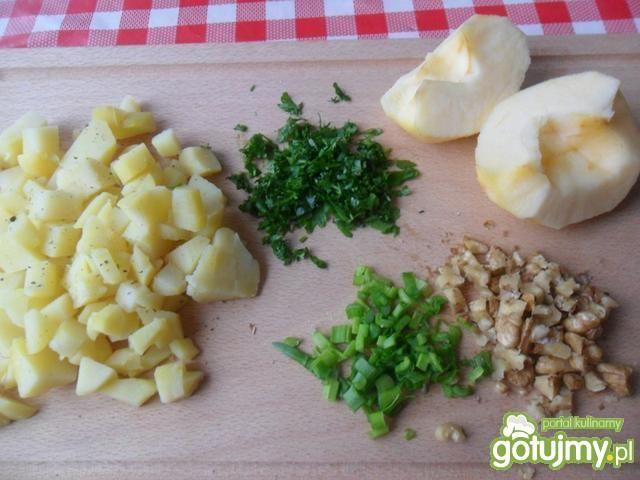 Sałatka ziemniaczana z orzechami