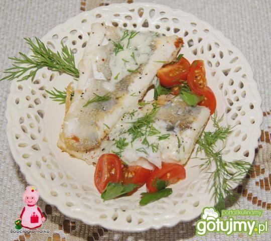 Sandacz z sosem chrzanowo-koperkowym