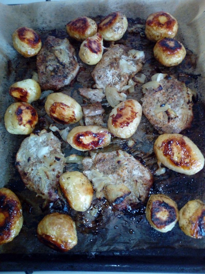 Schab pieczony w plastrach z ziemniakami