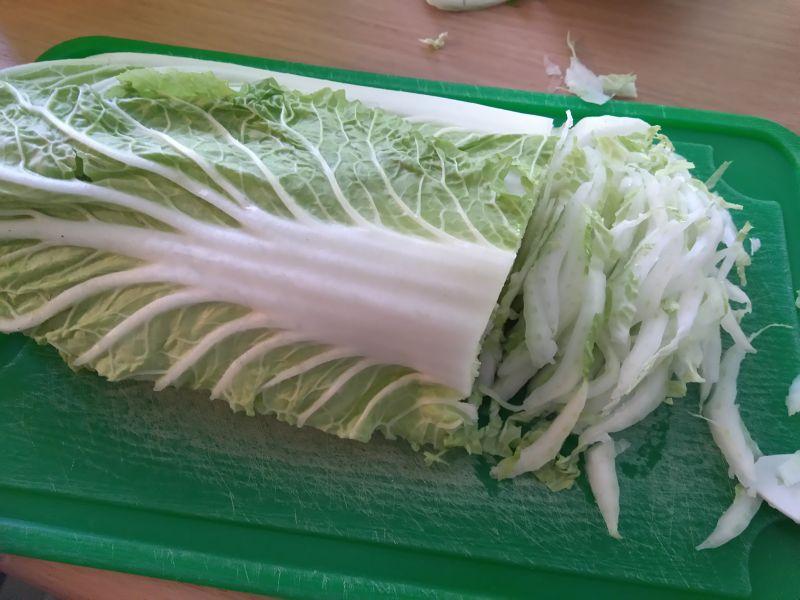 Selerowa surówka z kapustą pekińską