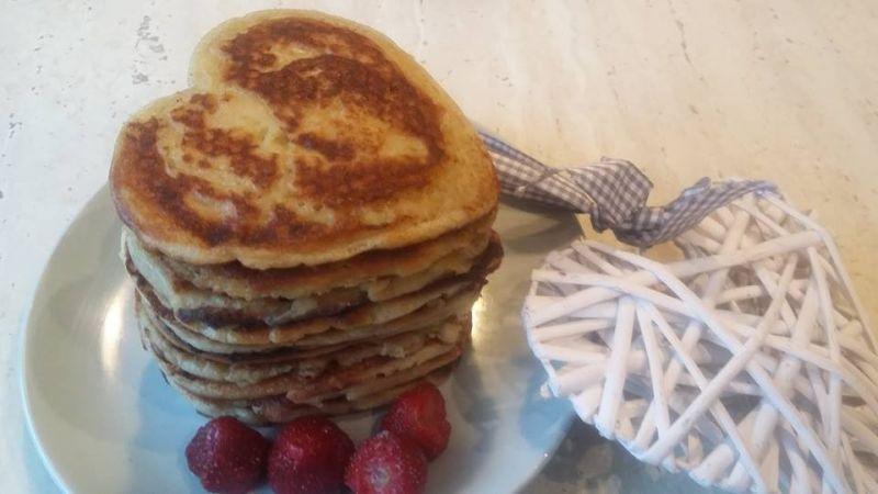Serduszkowe naleśniki amerykańskie pancakes