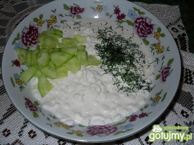 Serek wiejski z ogórkiem i koperkiem