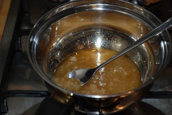 Sernik kawowy z cukrową nitką