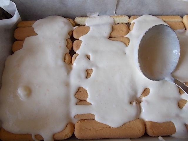 Sernik na biszkoptach z polewą kajmakowo - kawową