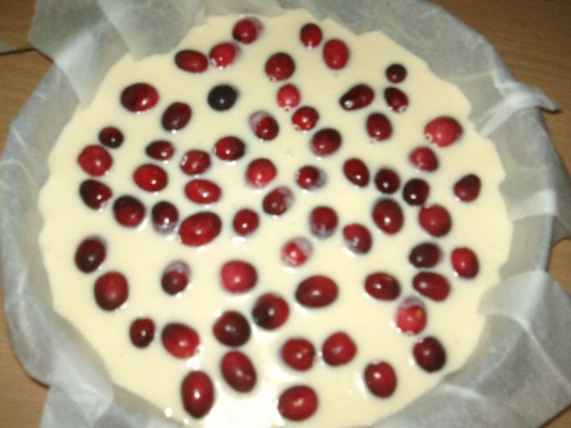 Sernik z białą czekoladą i żurawiną