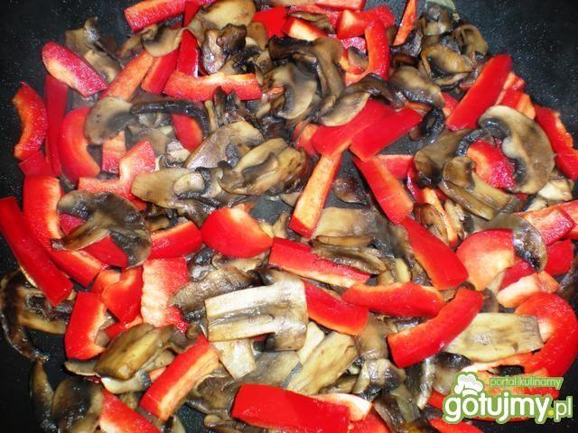 Shoarma drobiowa z papryką i pieczarkami