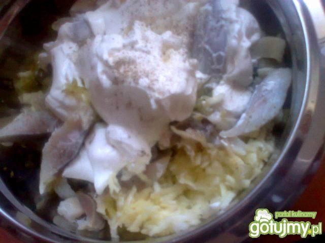 śledziowa sałatka z jogurtem greckim