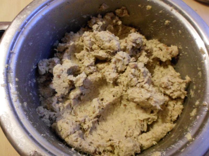 Słodka przekąska  pasta z ciecierzycy z miodem
