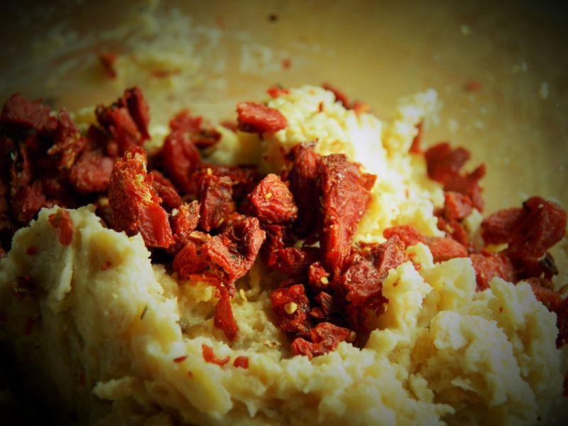 Smalczyk z cieciorki (z jagodami goji)