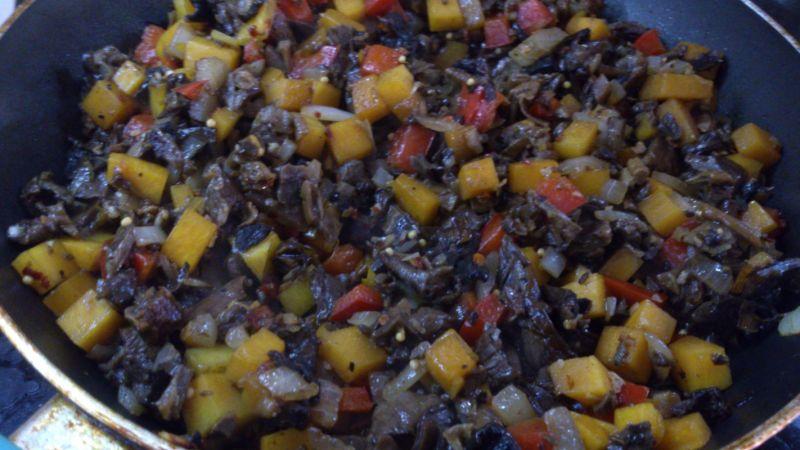 Śmietankowe ślimaczki z grzybami i dynią