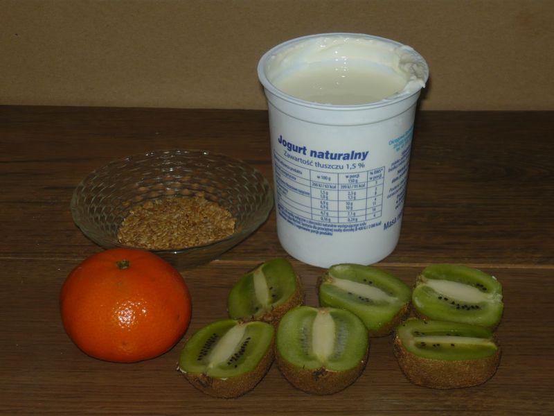Smoothie z kiwi, pietruszki i mandarynki