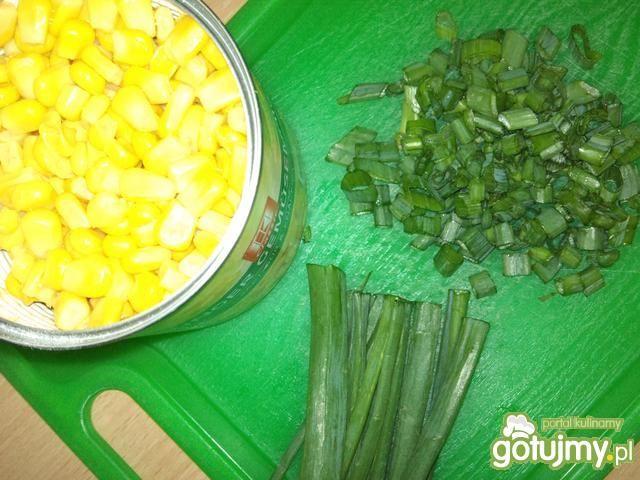 Śniadaniowa sałatka z surimi