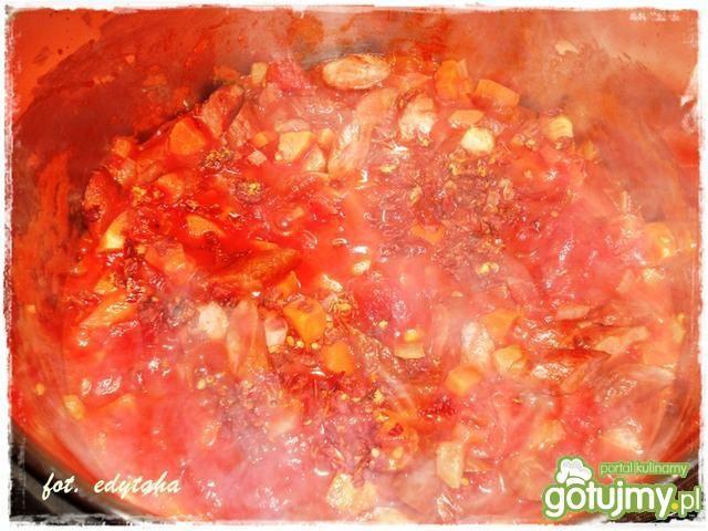 Soczewica z kabanosami i pomidorami