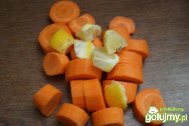 Sok marchewkowy z miodem