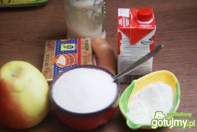 Sos chrzanowo-jabłkowy i serdelki