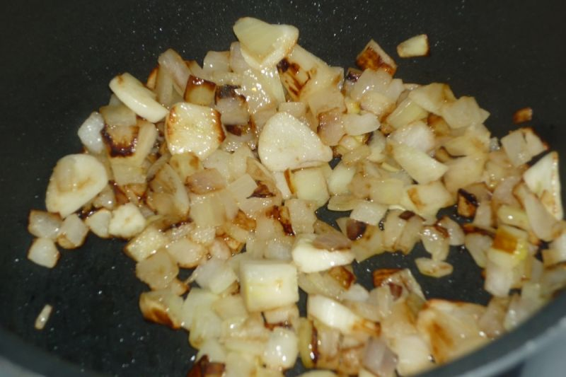 Sos koperkowy z cebulą