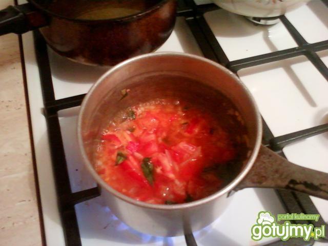 Sos pomidorowy z bazylią