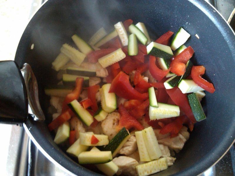 Sos warzywny z indykiem do placków ziemniaczanych