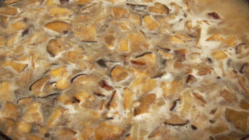 Sos z leśnych grzybów