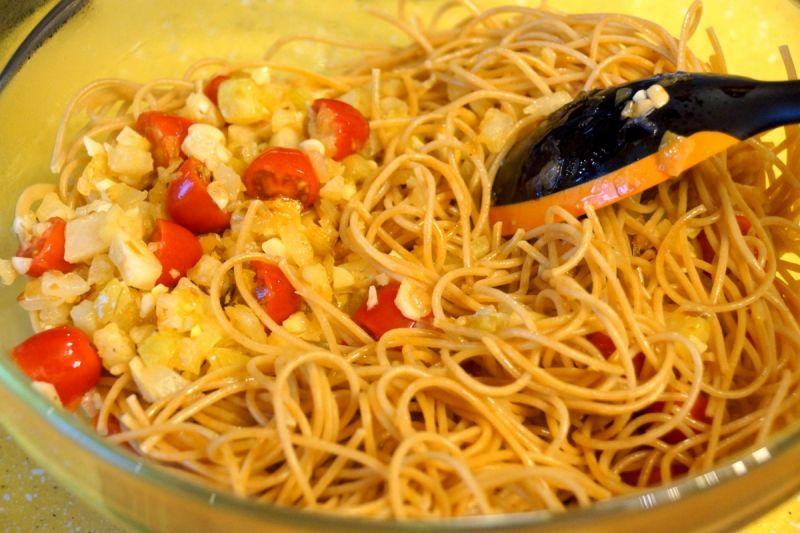 Spaghetti z kalarepką, czosnkiem i pepperoni