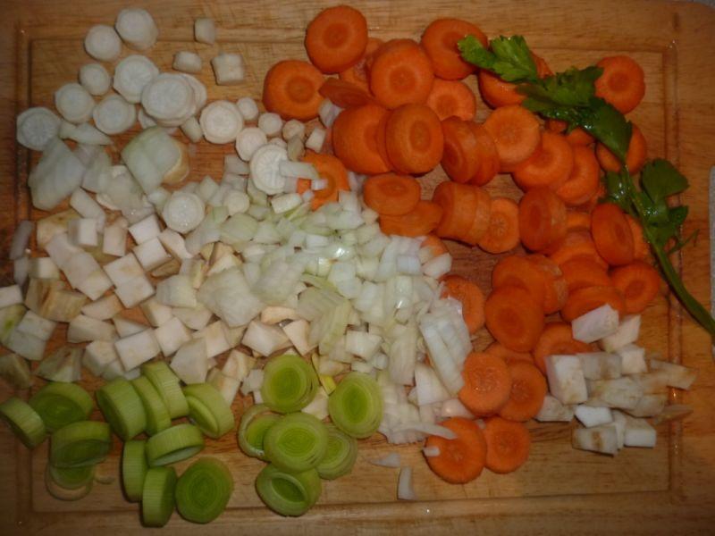 Staropolska zupa gulaszowa z karkówką