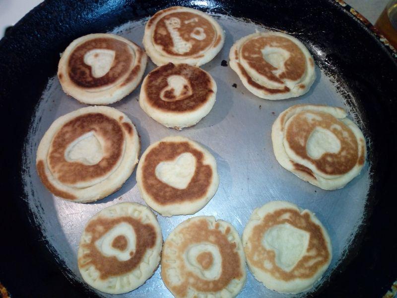 Stemplowane ciasteczka z patelni z serduszkami