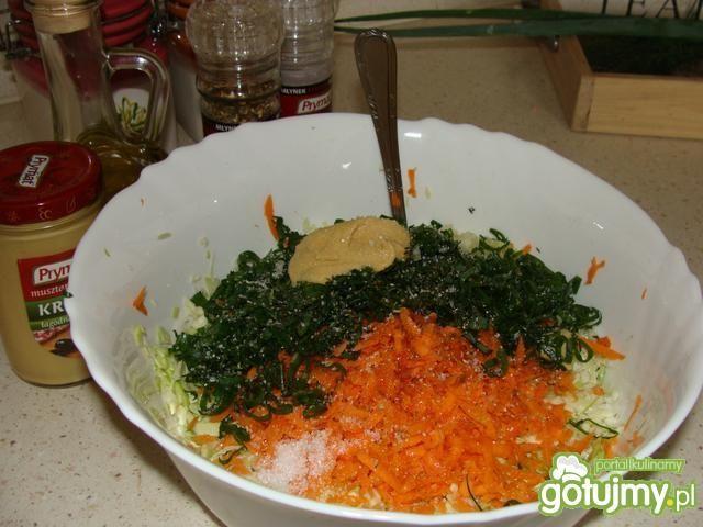 Surówka obiadowa z młodej kapusty