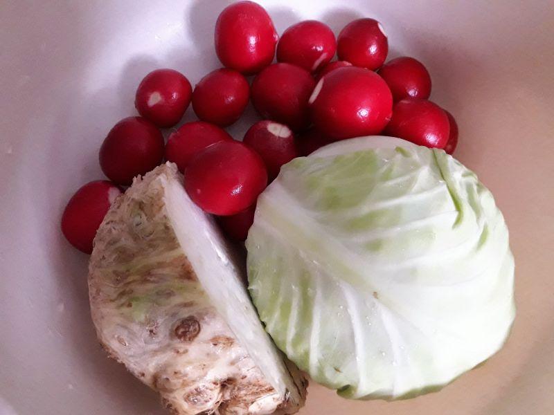 Surówka z białej kapusty do obiadu