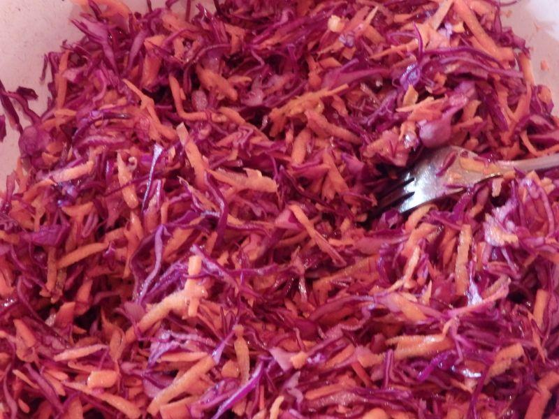 Surówka z czerwonej kapusty i marchewki