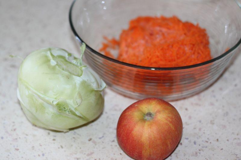 Surówka z kalarepy,marchewki i jabłuszka