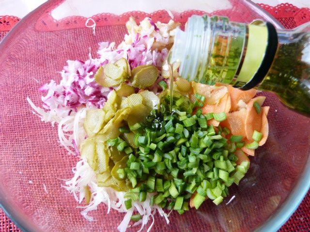 Surówka z kapusty białej z selerem i rzodkiewką