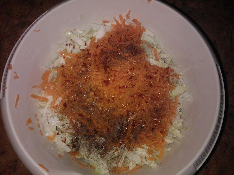 Surówka z kapusty pekińskiej i marchewki