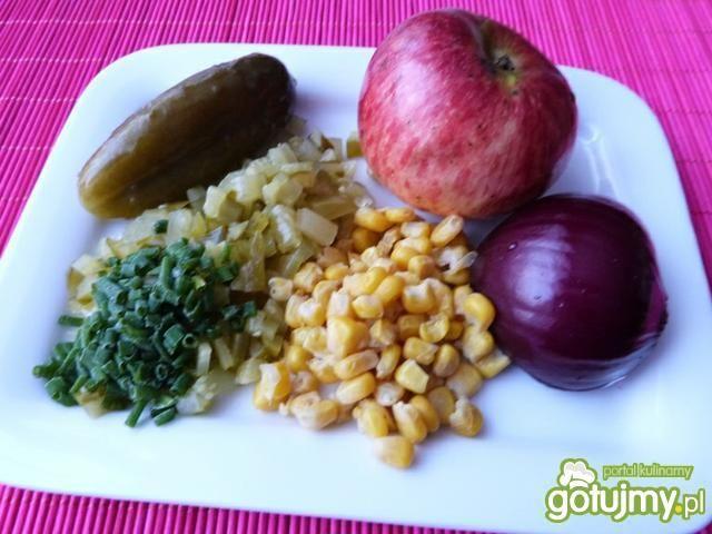 Surówka z kapusty włoskiej z kukurydzą