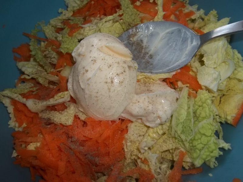 Surówka z kapusty włoskieji marchewki