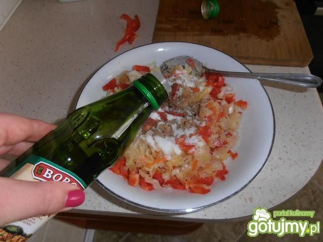 Surówka z kiszonej kapusty z papryką 3