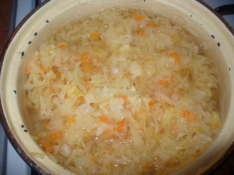 Surówka z marchewką i kiszoną kapustą