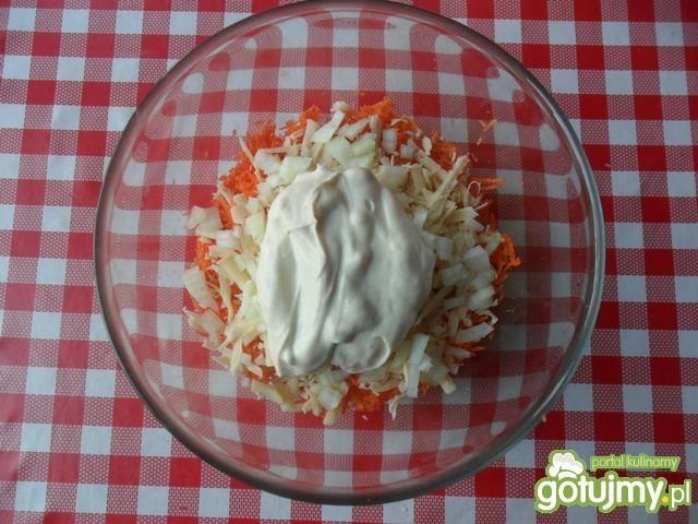 Surówka z marchewki i żółtego sera
