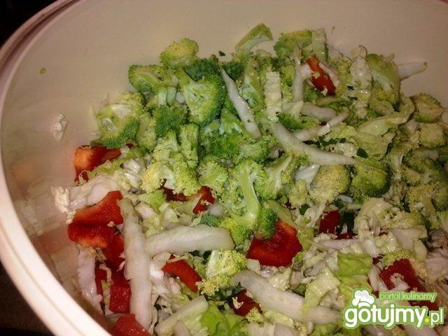 Surówka z pekinki i brokuł