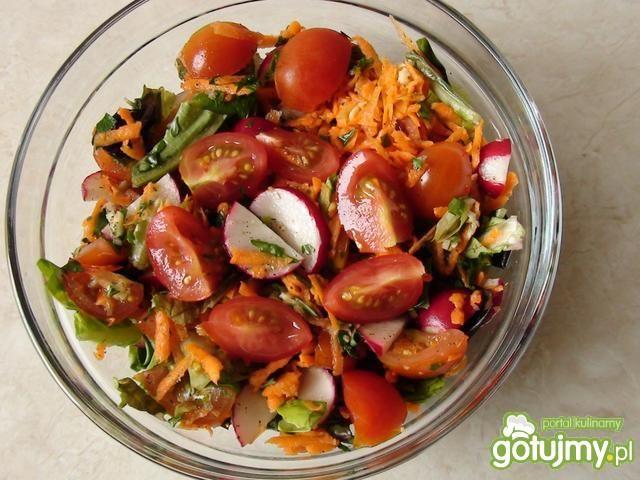 Surówka z pomidorków i marchewki