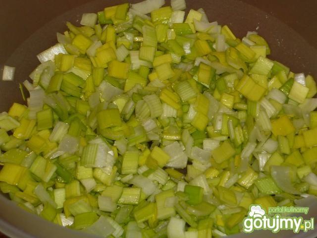 Surówka z pora, ogórka i jabłka