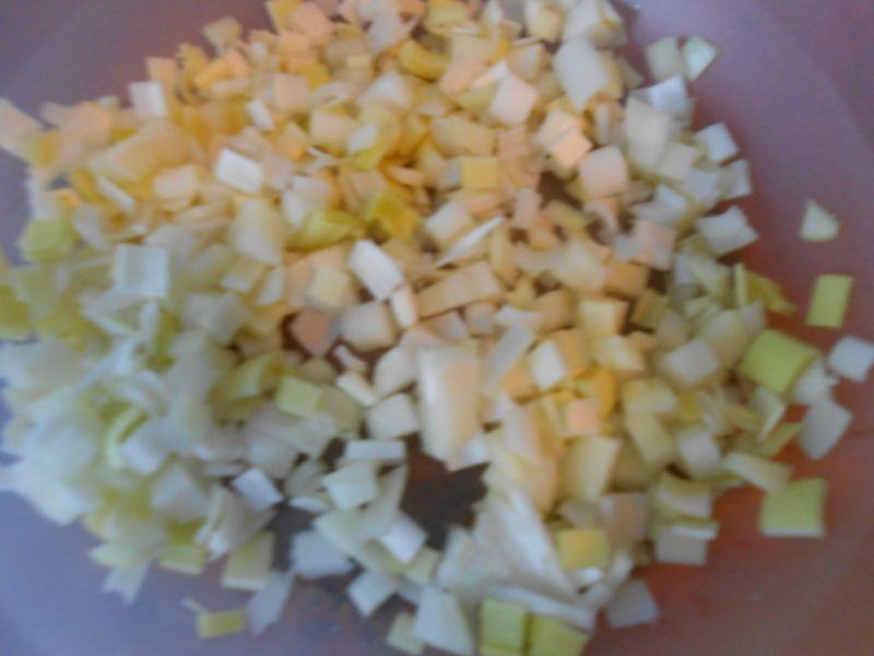 Surówka z selerem, porem i jabłkiem