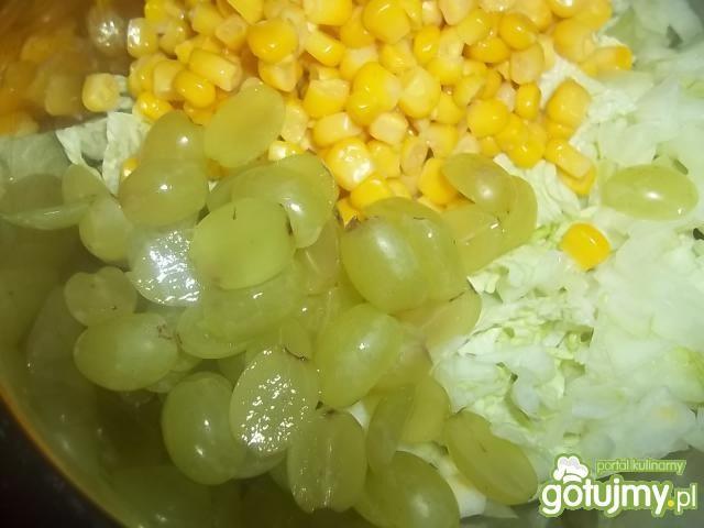 Surówka z winogronami