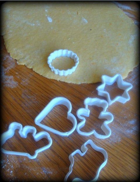 Świąteczne pomarańczowe ciasteczka z lukrem