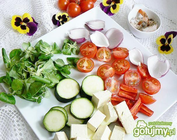 Szaszłyki krewetki tofu i sos miętowy