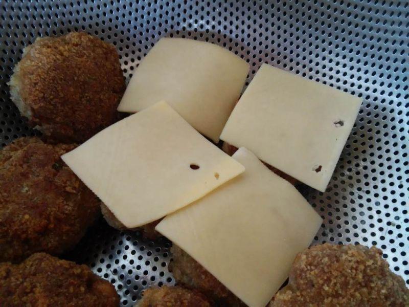 Szczypiorkowe mielone pod serową kołderką
