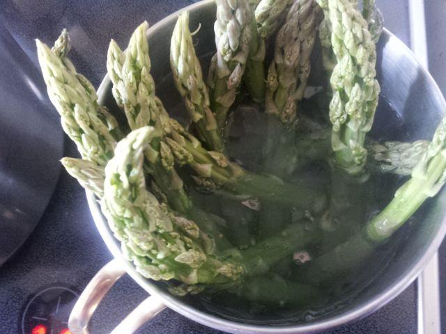 Szparagi grillowane