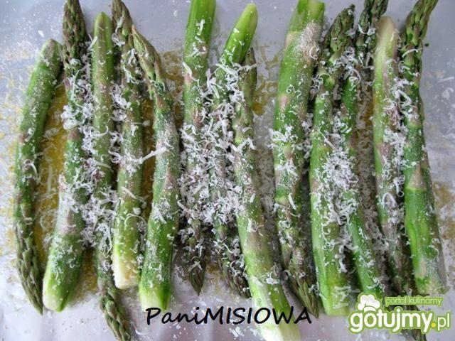 Szparagi zapiekane z parmezanem...