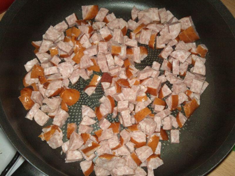 Szpecle zapiekane z warzywami i kiełbasą