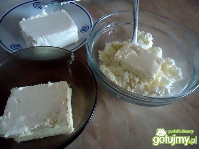 Szpinakowe naleśniki z serem i pomidorem