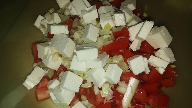 Szybka sałatka do obiadu z fetą